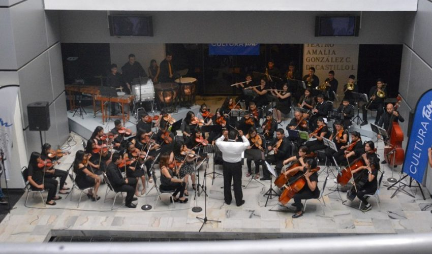 The Symphony Orchestra of the House of Art sounds the atrium of the Tamaulipas Cultural Center